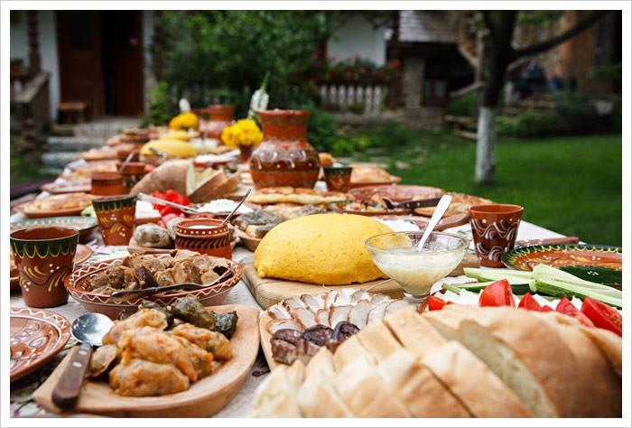 cena rumena e mostra di fotografia